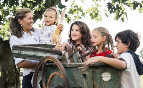 Azienda, agricola, Bergamo, Santinelli, razza, piemontese, bianca, carne, agricolo, fotografia, ritratti, storia, storytelling, portable, portraitable, cibo, nonno, generazione, bambini, fattoria, didattica