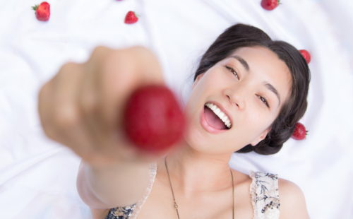 fragola, strawberry, Frutta, Progetto, FRUITproj, bianco, yogurt, bergamo, fotografia, ritratti, ritratto, ritrattistica, frutto, personalità, studio